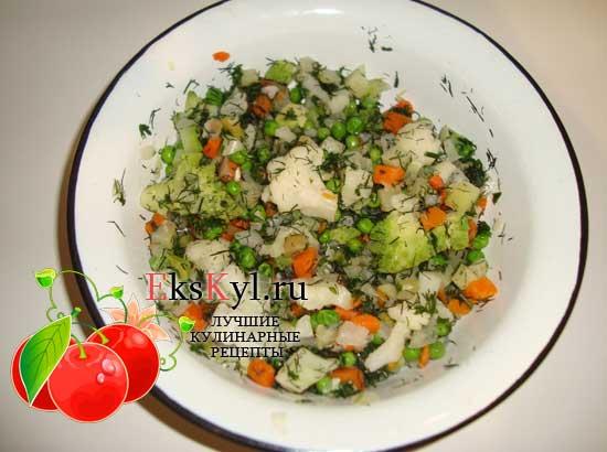 смешать овощную смесь с зеленью