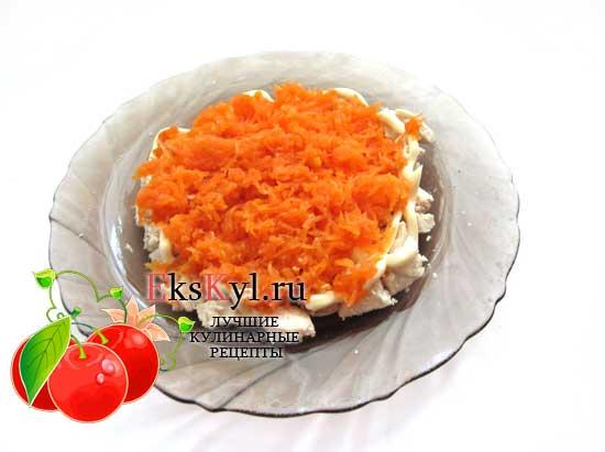 Выложите морковь слоем