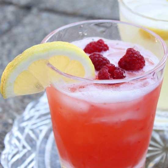 Прохладительные напитки с ягодой