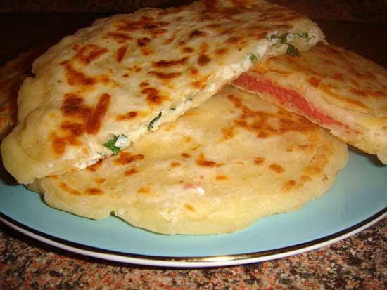 лепешки сырные с зеленым луком