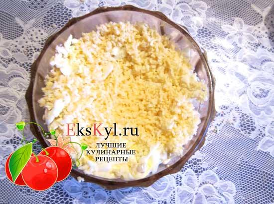 Натрите на мелкой терке сыр