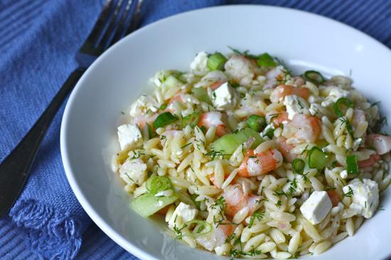 Салат с креветками и огурцами