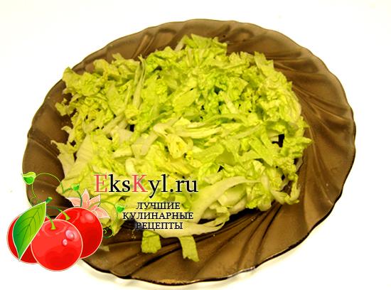 Выложите капусту первым слоем