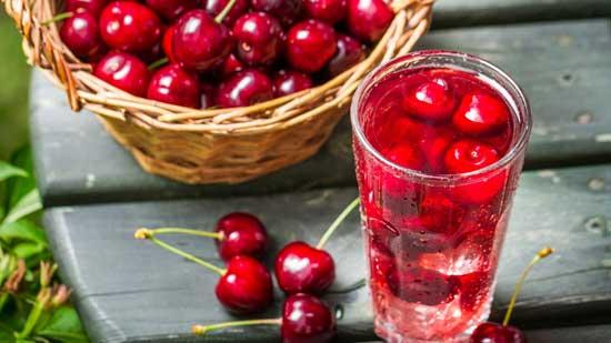 Рецепт вишневого компота с косточкой  на зиму с добавлением корицы