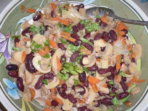 Салаты с фасолью консервированной и грибами рецепты с простые и вкусные