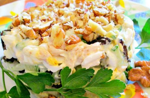 слоеный салат с копченой курицей и виноградом рецепт