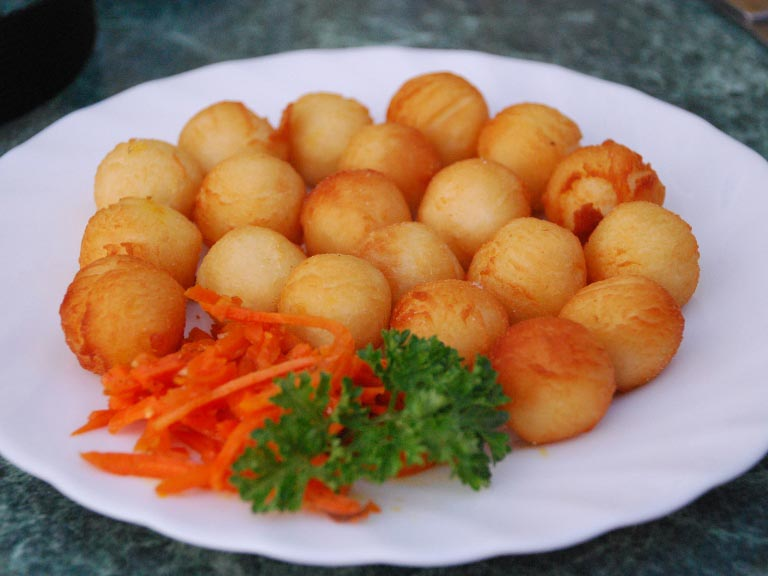 Как приготовить картофельные шарики из пюре