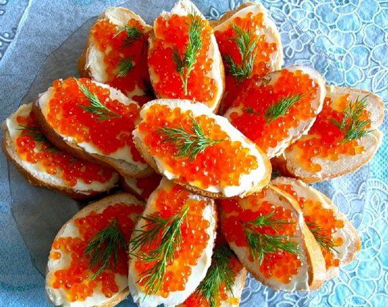 праздничные бутерброды с красной икрой