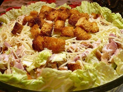 Крабовый салат с сухариками