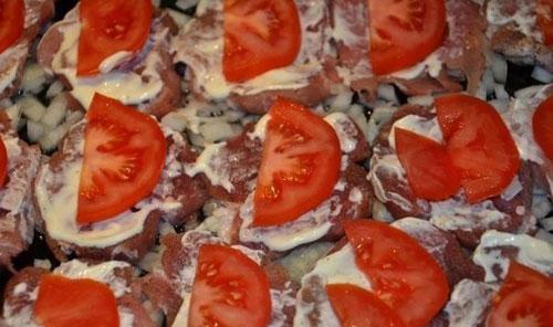 отбивные из свинины с помидорами