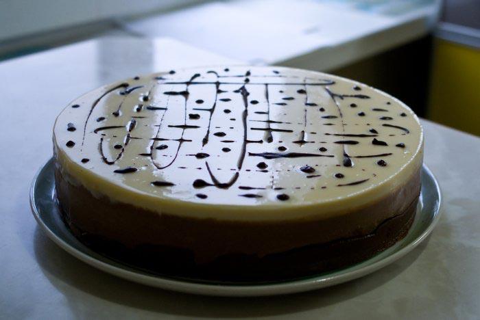 Три шоколада торт