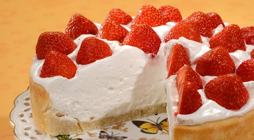 творожно клубничный торт