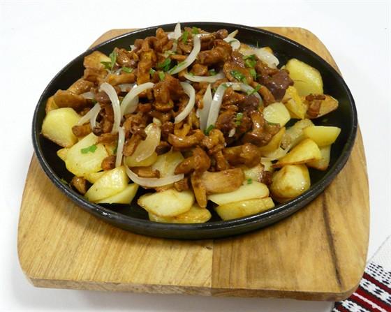 Картошка жареная с мясом и грибами на сковороде рецепт с фото пошагово
