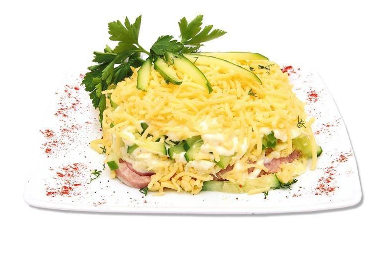 Салат с ветчиной и огурцами рецепт