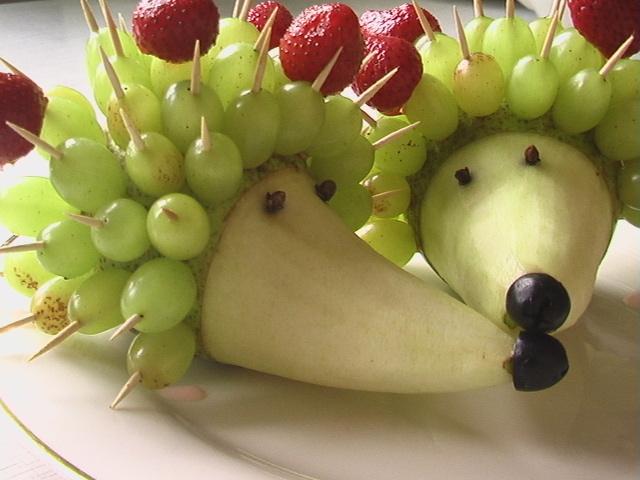 ежики из фруктов
