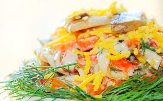 салат с жареными крабовыми палочками на новый год